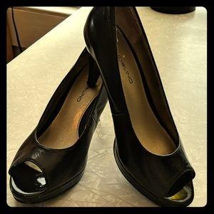 6M leather peep toe pump from Bandolino